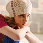 stilnyj beret s pugovkami spiczami