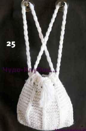 фото Белая сумка из объемной пряжи вязаная спицами 185