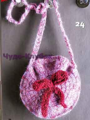 фото Круглая сумка с бантиком вязаная крючком 178