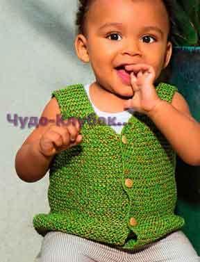 фото Зеленый жилет с деревянными пуговицами вязаный спицами 10