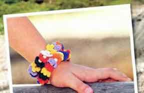 фотоБраслеты с цветами и бусинами вязаные крючком 33