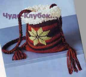 фото Маленькая сумочка с декоративными кистями вязаная спицами и крючком 202