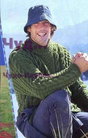 фото Мужской свитер зеленого цвета вязаный спицами 311