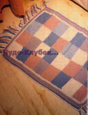 Kovrik iz kvadratov s bahromoy vyazanyiy spitsami i kryuchkom 135