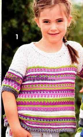 фото Разноцветный пуловер с чередованием узоров вязаный спицами 102