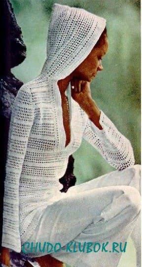 фото Белый пуловер с капюшоном вязаный крючком 5