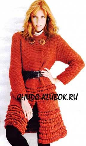 фото Красное пальто вязаное спицами 16