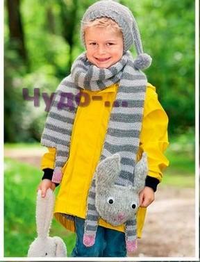 фото Оригинальные шарф и шапочка вязаные спицами 22