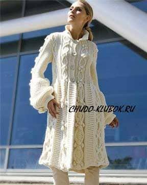 фото Белоснежное пальто с ромбами и шишечками вязаное спицами 2