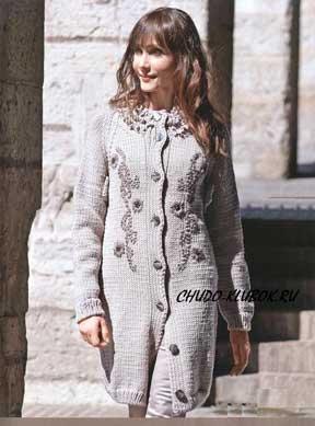 фото Пальто с вышивкой вязаное спицами 4