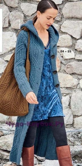 фото Узкое длинное пальто с капюшоном и сумка вязаные спицами 122