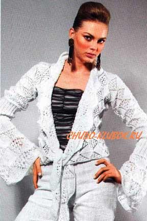 фото Жакет с длинными расклешенными рукавами вязаный спицами 6