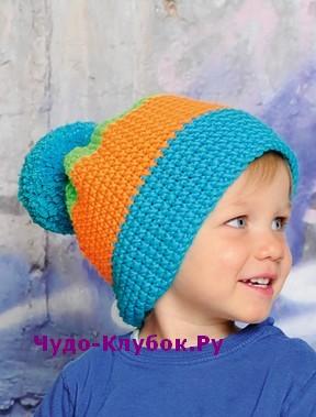Трехцветная шапка с помпоном вязаная крючком 29
