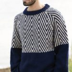 Muzhskoy pulover s zigzagoobraznyim uzorom vyazanyiy spitsami 385