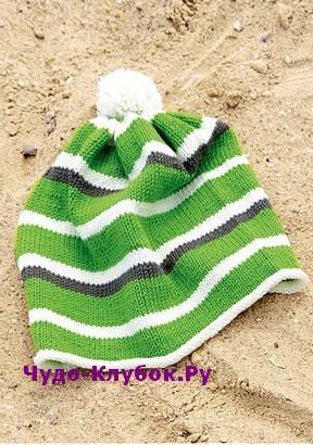 схема Трехцветная шапка с помпоном вязаная спицами 32