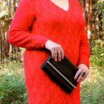 схема Красное платье вязаное спицами и крючком 880
