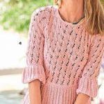 Rozovyj pulover s oborkami vyazanyj spiczami i kryuchkom 1895