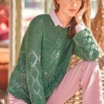 Zelenyj pulover s krugloj koketkoj vyazanyj spiczami 1893